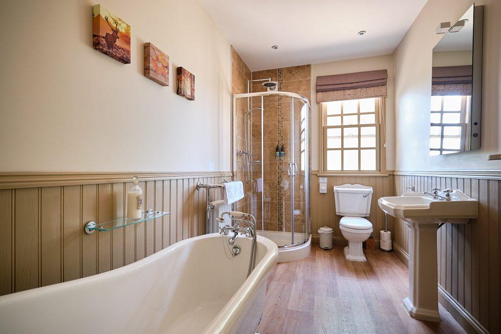 Hamish Suite Elm Tree bathroom